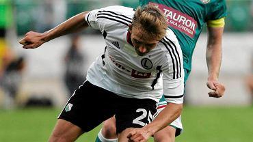 Gra Śląska jest uzależniona od Sebastiana Mili (zielona koszulka). Przed nim - Jakub Rzeźniczak