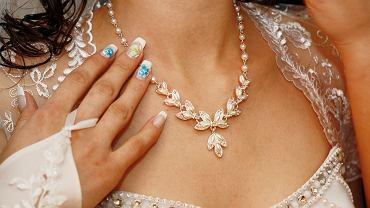 Biżuteria ślubna- z salonu, a może hand-made? Zdjęcie ilustracyjne