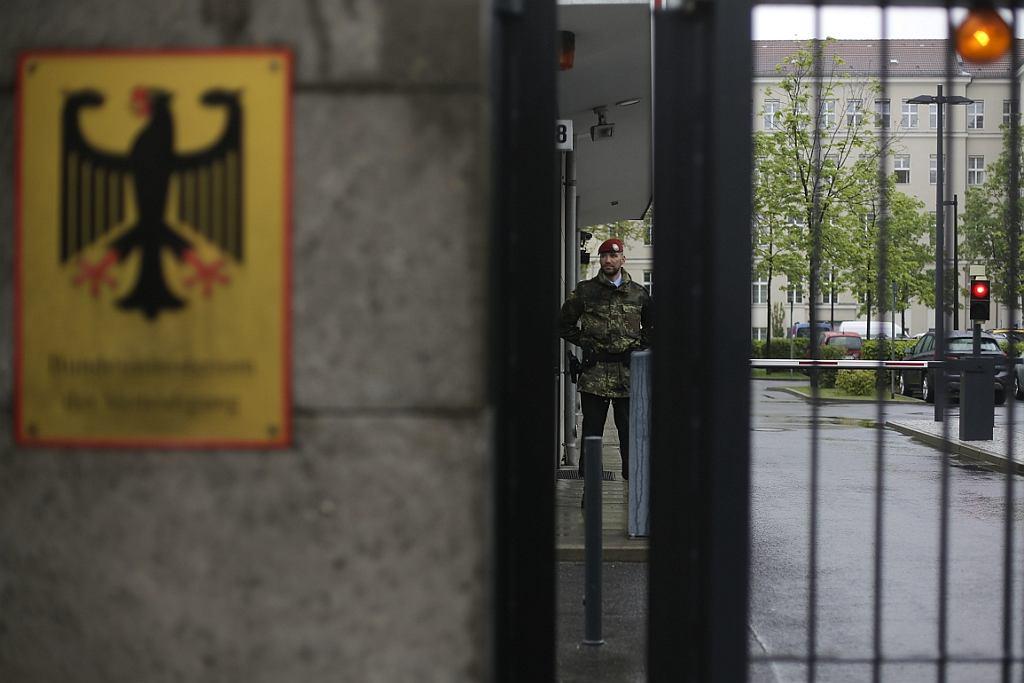 Wejście do niemieckiego ministerstwa obrony, Berlin, 2017 r. (fot. Markus Schreiber/AP)