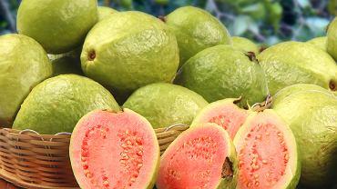 Gujawa ma smak słodko-kwaśny z aromatem przypominającym połączenie figi z gruszką