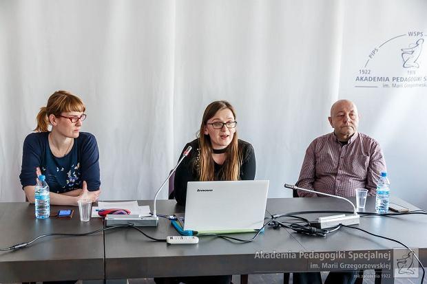 Piotr Ilecki angażuje się w działalność naukową, prowadzi seminarium ze studentami, bierze udział w konferencjach poświęconych bezdomności