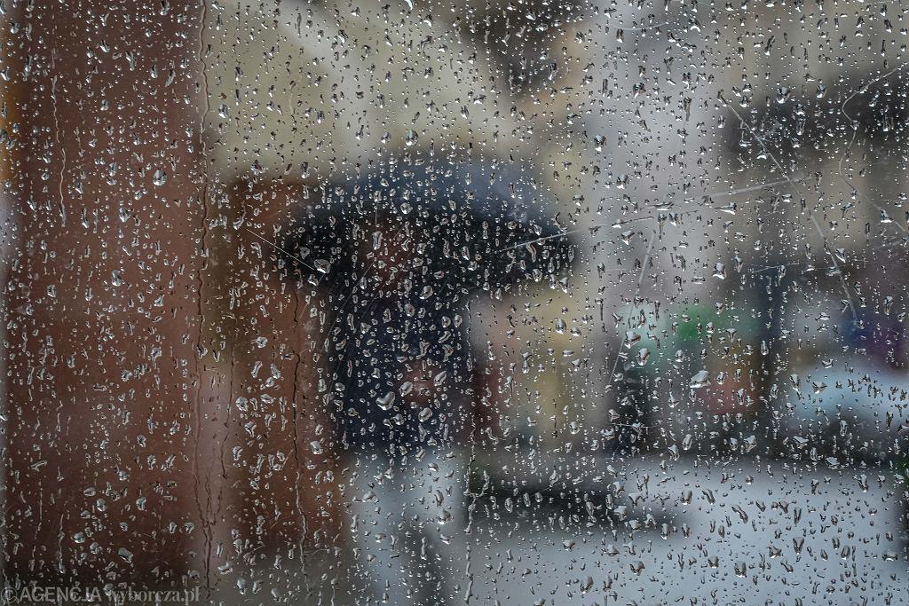 Intensywne opady deszczu. Ostrzeżenia IMGW (zdjęcie ilustracyjne)