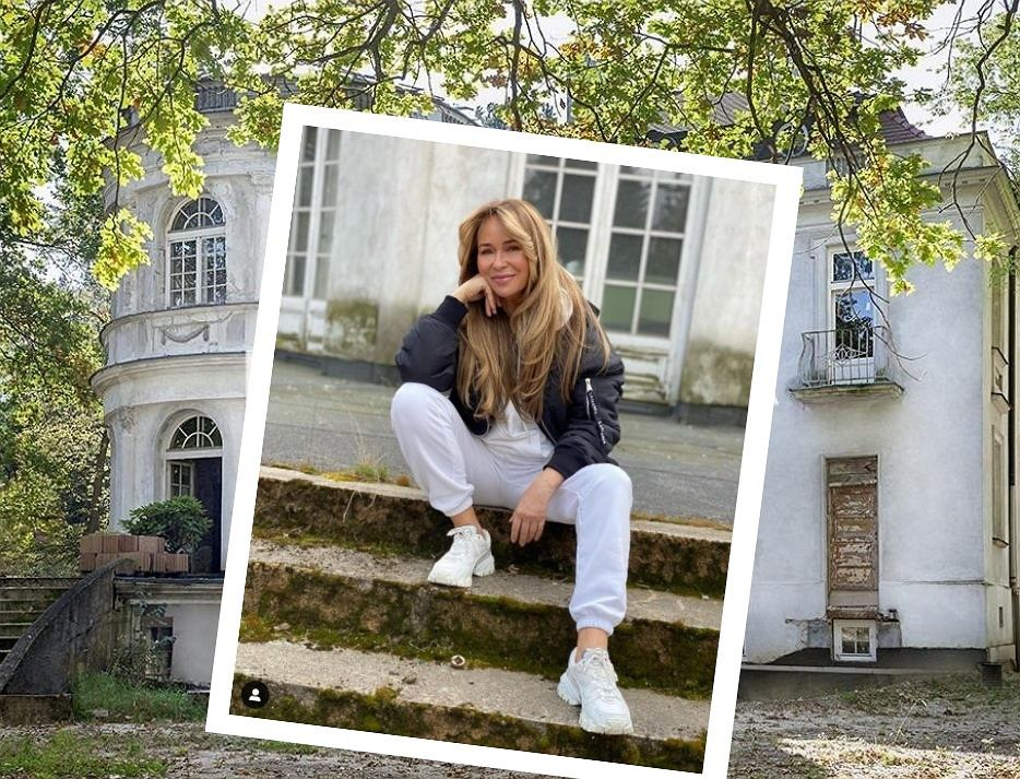 Joanna Przetakiewicz na tle swojej posiadłości