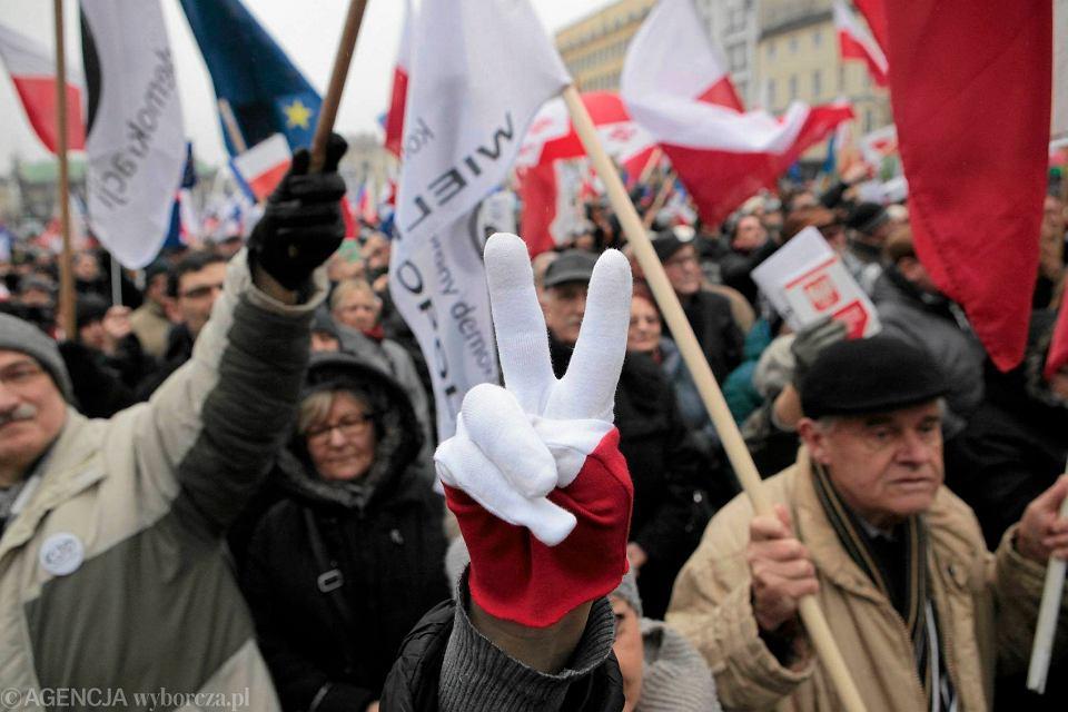 Demonstracja KOD na placu Wolności w Poznaniu. 12 marca 2016 r.