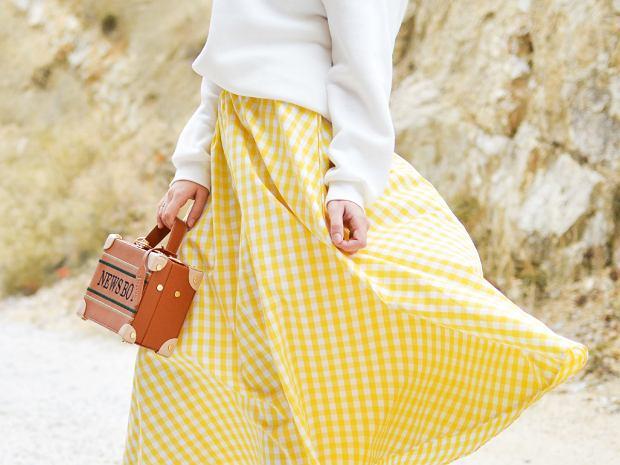 Ta spódnica to przyjaciółka każdej kobiety. Maskuje biodra i tworzy talię osy. Dior stworzył ją ponad 70 lat temu!