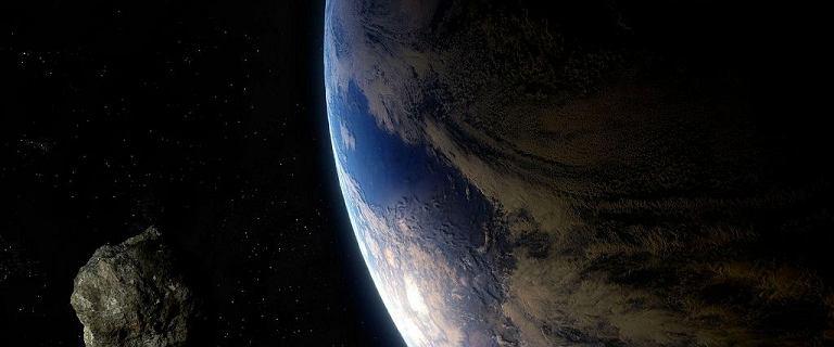 """""""Potencjalnie groźna"""" olbrzymia asteroida, w nocy minie Ziemię"""