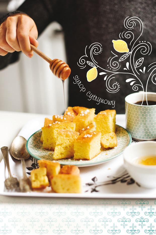 Cytrynowe ciasto z semoliną Ravani z Albanii
