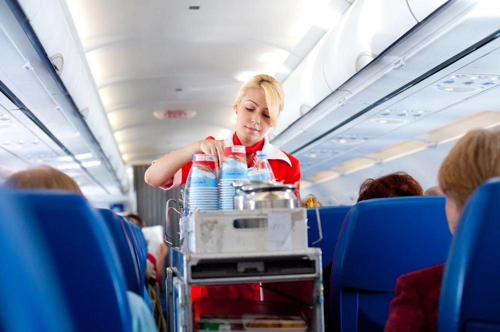 Stewardesa na pokładzie samolotu