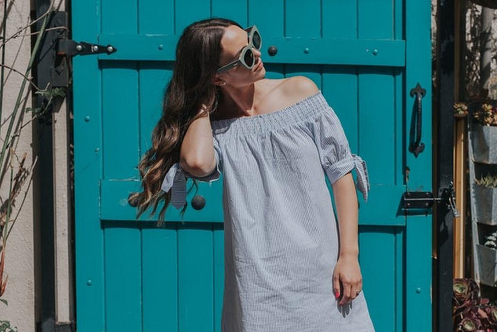 sukienka wyprzedaż, zdjęcie ilustracyjne