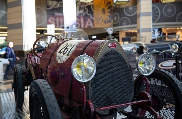 Zdjęcie numer 8 w galerii - Kultowe modele samochodów Bugatti zjechały do Katowic [ZDJĘCIA]