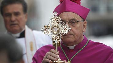 Arcybiskup Tadeusz Kondrusiewicz za potępienie milicyjnej przemocy został wyrzucony z Białorusi.