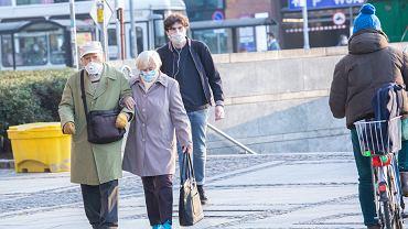 Koronawirus. Maseczki w przestrzeni publicznej znów obowiązkowe w całej Polsce, Wrocław, 16 października 2020