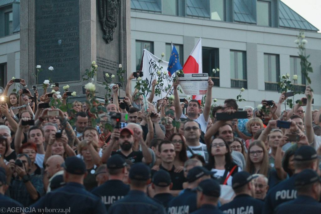Krakowskie Przedmieście . 88 miesięcznica katastrofy smoleńskiej .