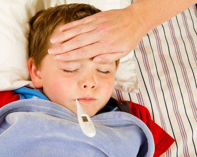 Jak postępować gdy dziecko ma wysoką gorączkę?