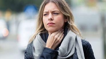 Ból gardła nie jest chorobą - to objaw, który może mieć różne przyczyny.