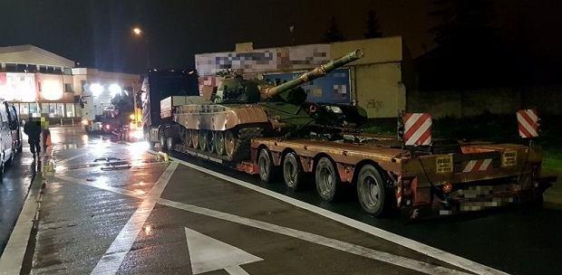 Nielegalnie przewozili czołgi T-72 przez miasto. Zatrzymali ich inspektorzy, teraz mogą zapłacić nawet 25 tys. zł