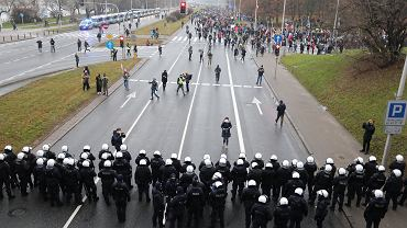 Strajk Kobiet i antyrządowy protest na ulicach Warszawy w 39. rocznicę wprowadzenia w Polsce stanu wojennego
