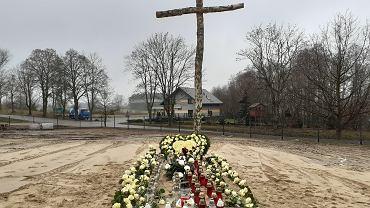 Zbiorowa mogiła 'dzieci utraconych' w Gończycach pod Garwolinem