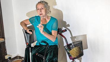 Maria Zagórska nie może wyjechać na wózku z kamienicy