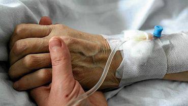 Koronawirus. Ognisko zakażeń w augustowskim hospicjum. Choruje 30 pacjentów, 13 pracowników, dwie osoby zmarły