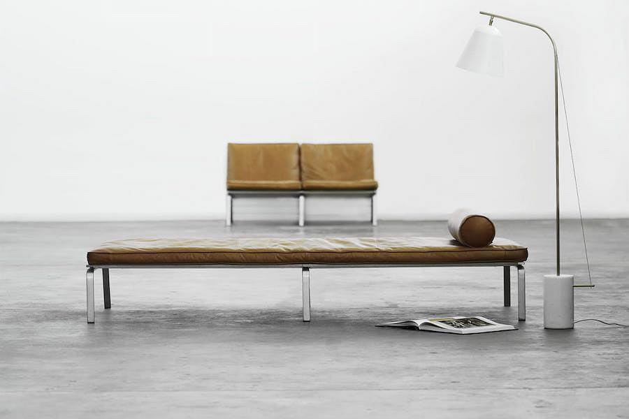Sofa 2-osobowa Man Leather i leżanka Man Day Bad Brown Leather od NORR11