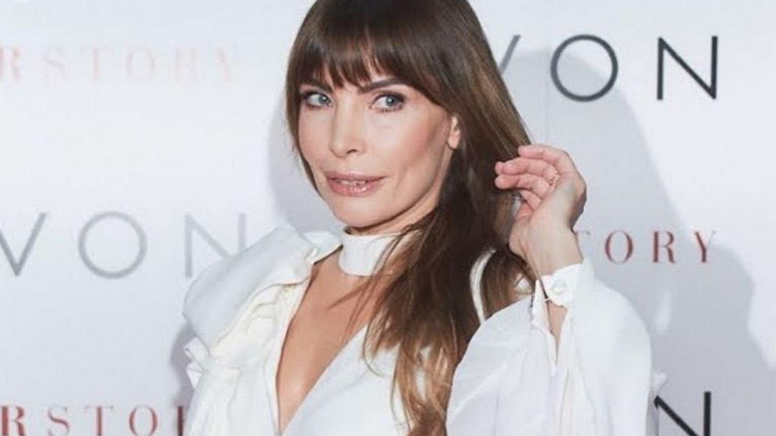 Agnieszka Dygant chwali się białą stylizacją, reklamując Avon. Fanka: Pieniądze to nie wszystko. Firma zareagowała
