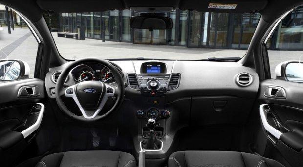 Ford Fiesta Black ana White