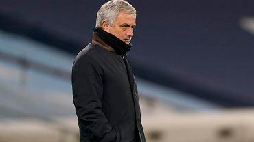 Dlaczego Tottenham nie zwalnia Mourinho? Wysoka pensja może być najważniejszą przyczyną