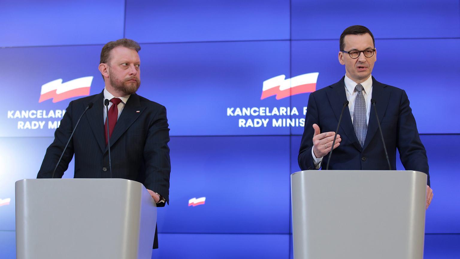 Глава Правительства Польши объявил о закрытии школ и вузов на 2 недели