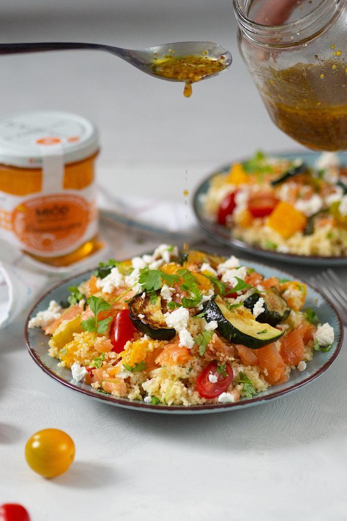 Cytrusowa sałatka z kasza kuskus i miodem pomarańczowym