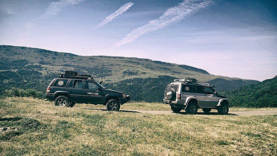 BMW i Suzuki,  z automatyczna skrzynią, na górzystych drogach