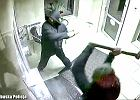 Napad na kantor. Bandyci młotami rozbili szybę, za którą siedziała kasjerka