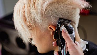 Fryzury pixie cut 2021. Modne cięcia, które odmładzają i optycznie zagęszczają cienkie włosy (zdjęcie ilustracyjne)