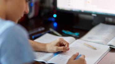 Próbny egzamin ósmoklasisty 2020 uczniowie piszą w domach.