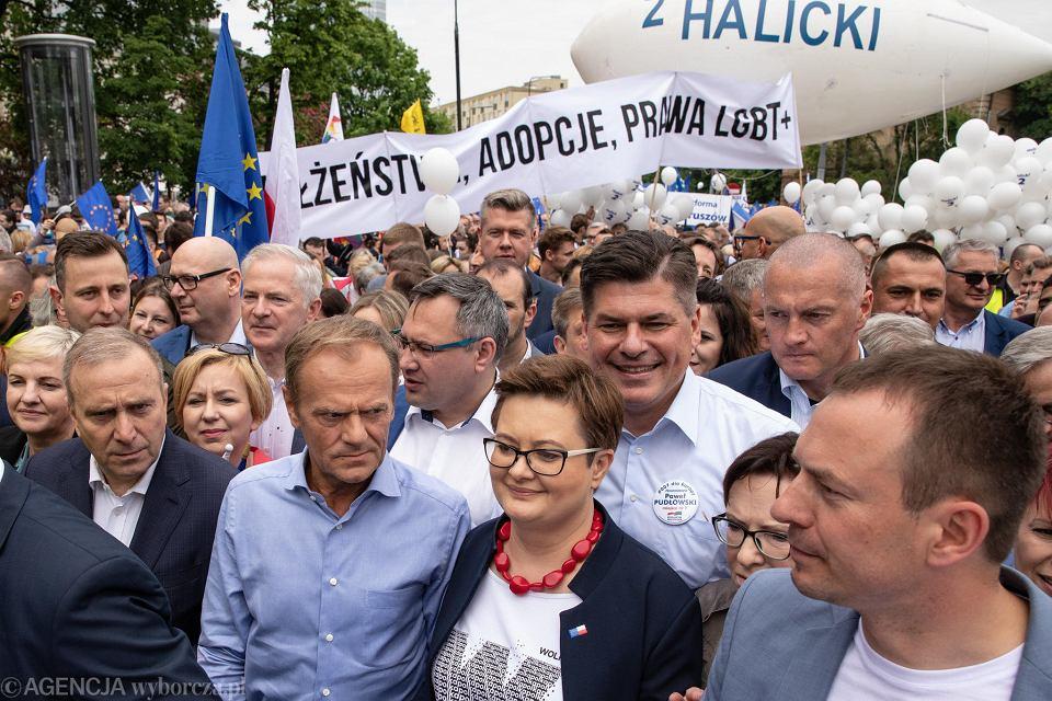 Wybory do europarlamentu 2019. Kontrowersje wokół wypowiedzi posła Rafała Grupińskiego podczas marszu 'Polska w Europie'.