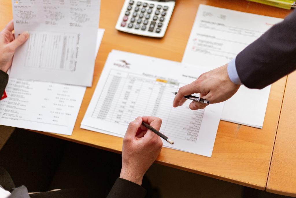 Co to jest przychód i czym różni się od dochodu? Co można wliczyć w koszty uzyskania przychodu?