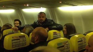 Pasażerowie utknęli w samolocie