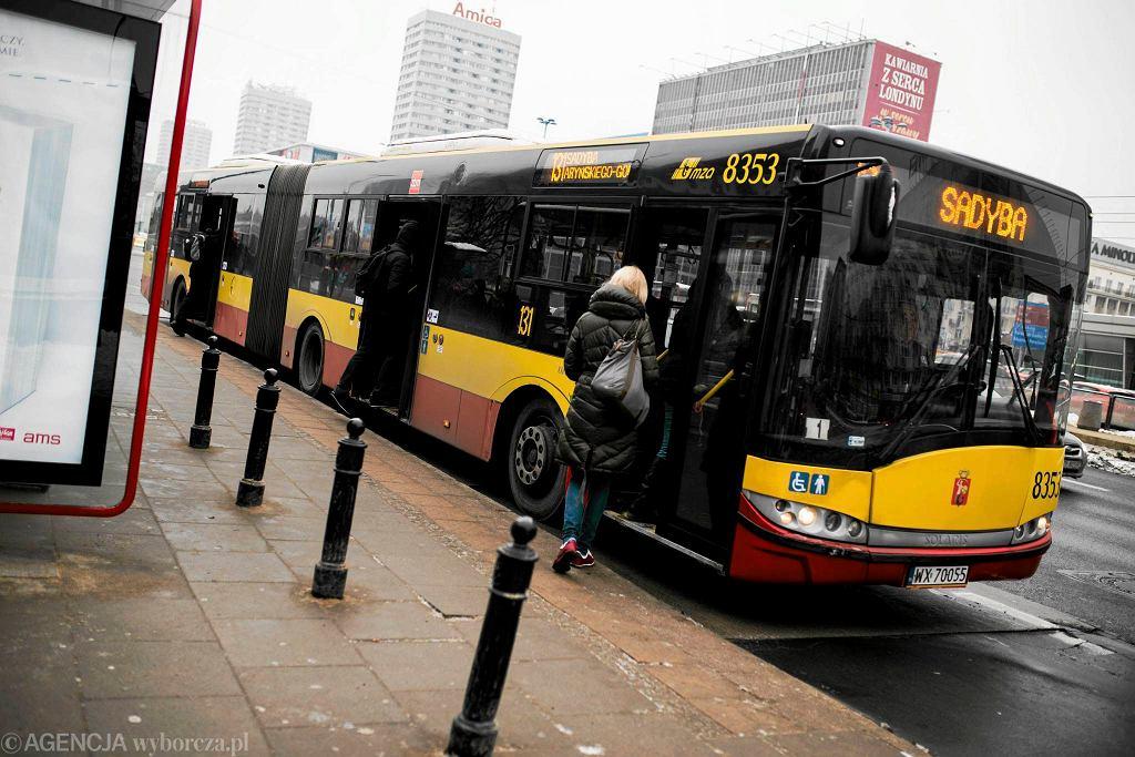 Warszawski autobus w centrum
