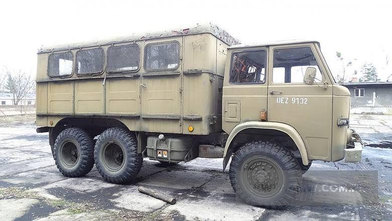 Agencja Mienia Wojskowo sprzedaj sprzęt. Autobus sztabowy