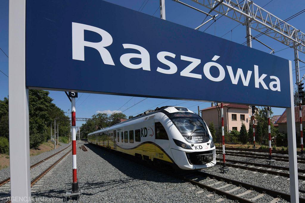 Stacja Raszówka na zmodernizowanej i otwartej na nowo trasie Lubin-Legnica