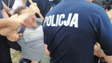 Zatrzymanie Tomasza Grabowskiego w sobotę na przemyskim rynku za okrzyki 'Precz z polskim faszyzmem'
