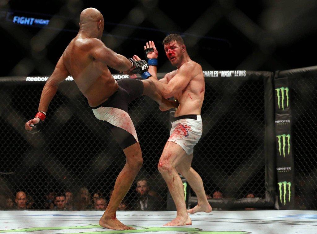 Anderson Silva przegrał z Michaelem Bispingiem po walce wieczoru gali UFC w londyńskiej O2 Arena.