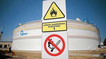 Zbiorniki na ropę zlokalizowane w Adamowie w woj. podlaskim.