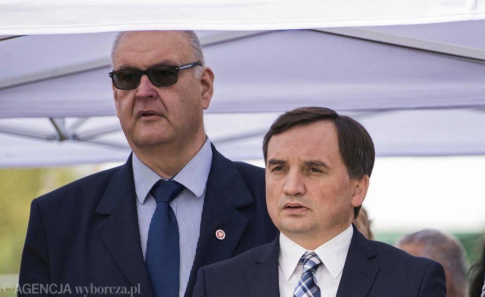 https://bi.im-g.pl/im/fe/d7/19/z27095550V,Minister-sprawiedliwosci-w-rzadzie-PiS-Zbigniew-Zi.jpg