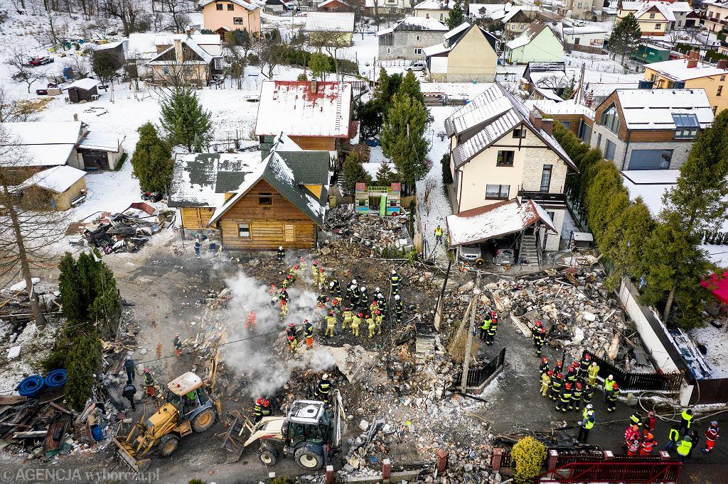 2019, wybuch gazu w Szczyrku. Przeszukiwanie gruzowiska w poszukiwaniu ciał