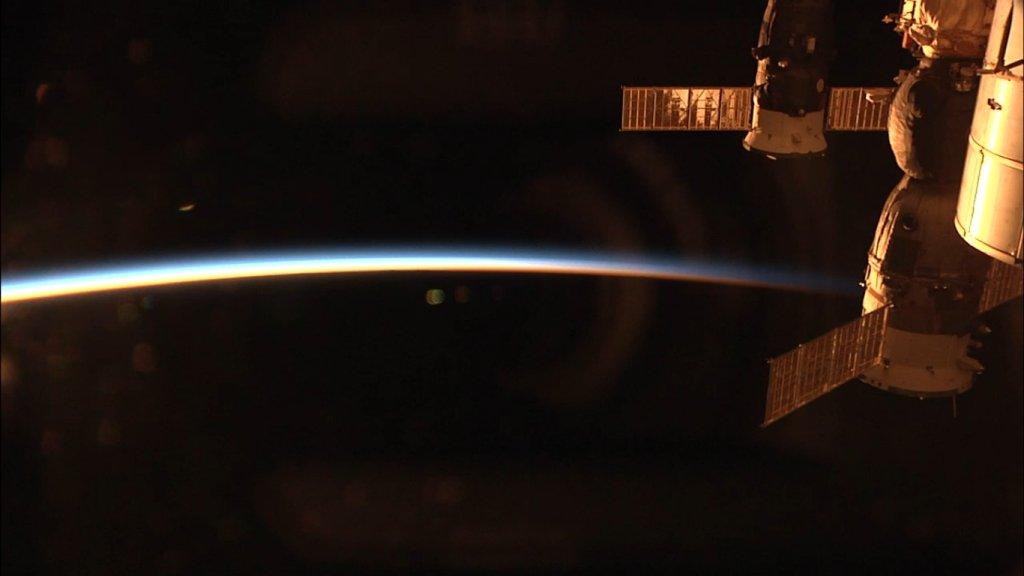 Zachód Słońca na Międzynarodowej Stacji Kosmicznej