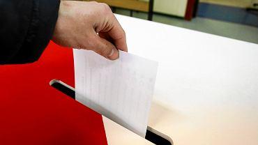 Wybory samorządowe 2018 w Radomiu. W sondażu wygrywa Radosław Witkowski