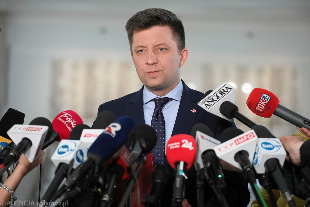 Szef Kancelarii Premiera minister Michał Dworczyk podczas konferencji prasowej. Warszawa, 26 kwietnia 2019