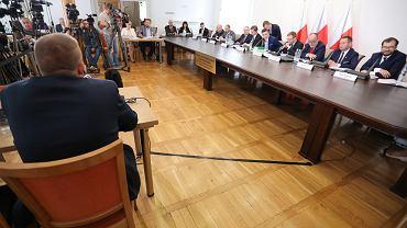 Komisja weryfikacyjna przesłuchała pierwszych świadków
