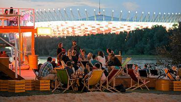 Klubokawiarnie nad Wisłą nieopodal Portu Czerniakowskiego